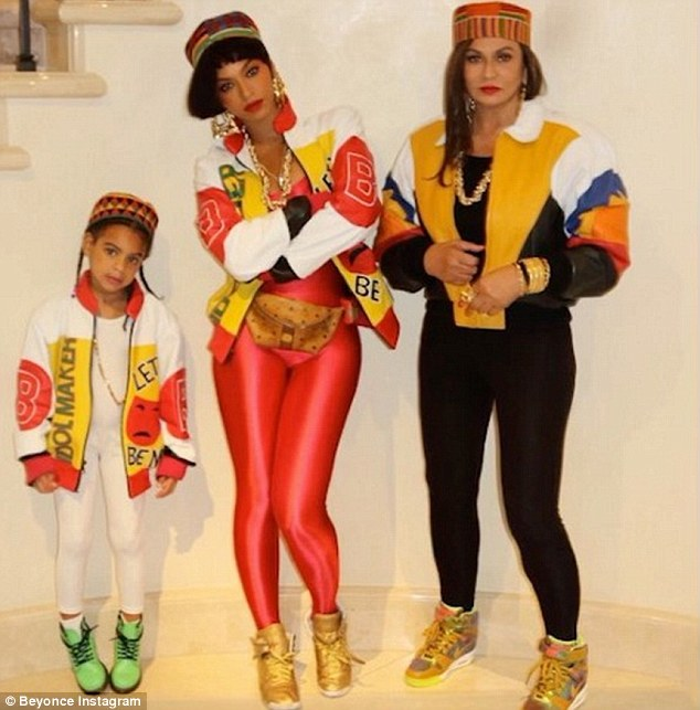 Beyoncé Knowles-Carter, her daughter Blue Ivy, and mother Tina Lawson absolutely nailed their collective Salt N Pepa costume in Manhattan on Saturday
