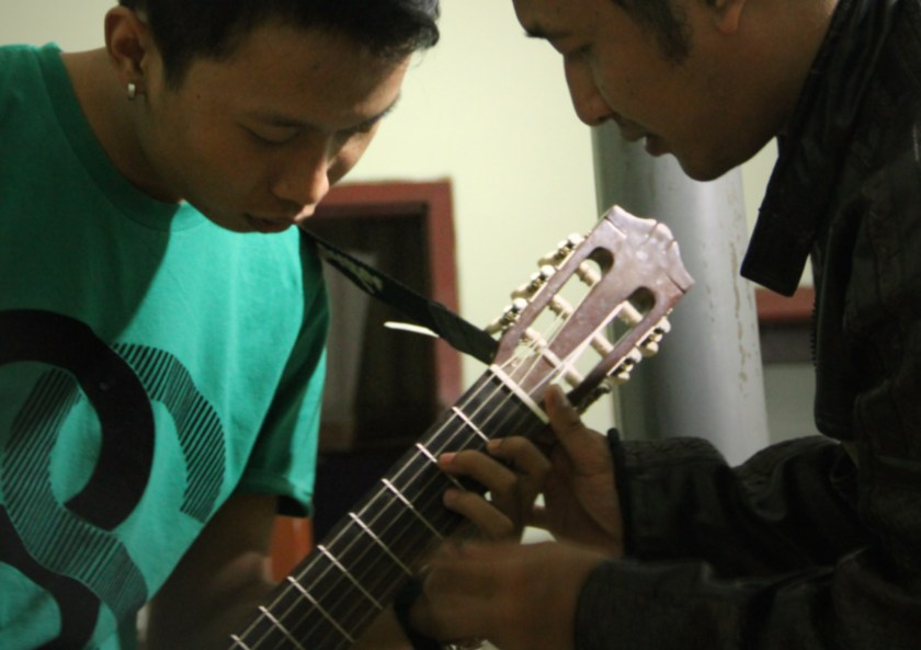 Learn Playing Solo Guitar