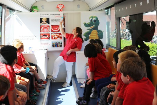 International pupils receive orthodontic advice  from Krocky Bus