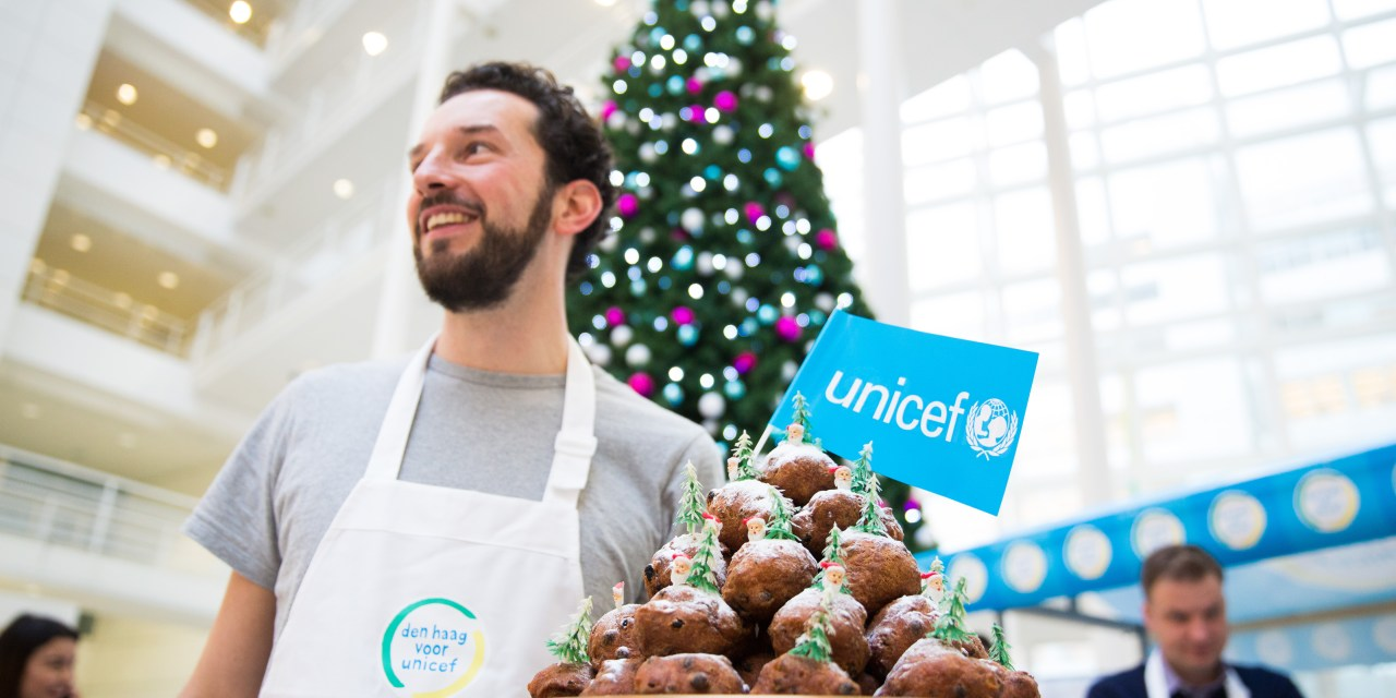 Buy oliebollen for UNICEF