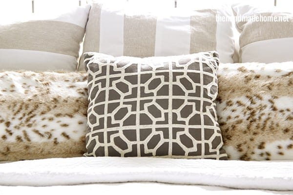 bedroom_pillows_for_winter
