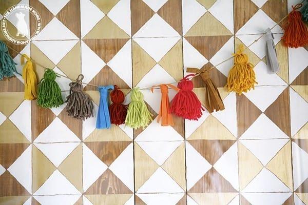 make_your_own_yarn_tassel_garland