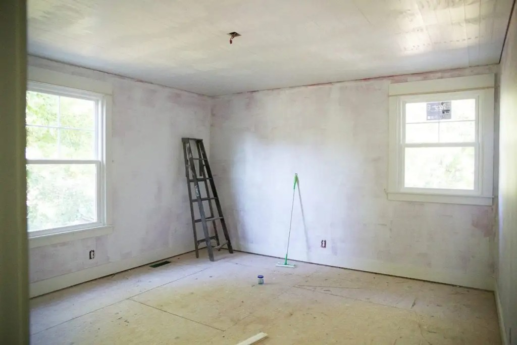 how to shiplap your ceilings - cut out light fixture