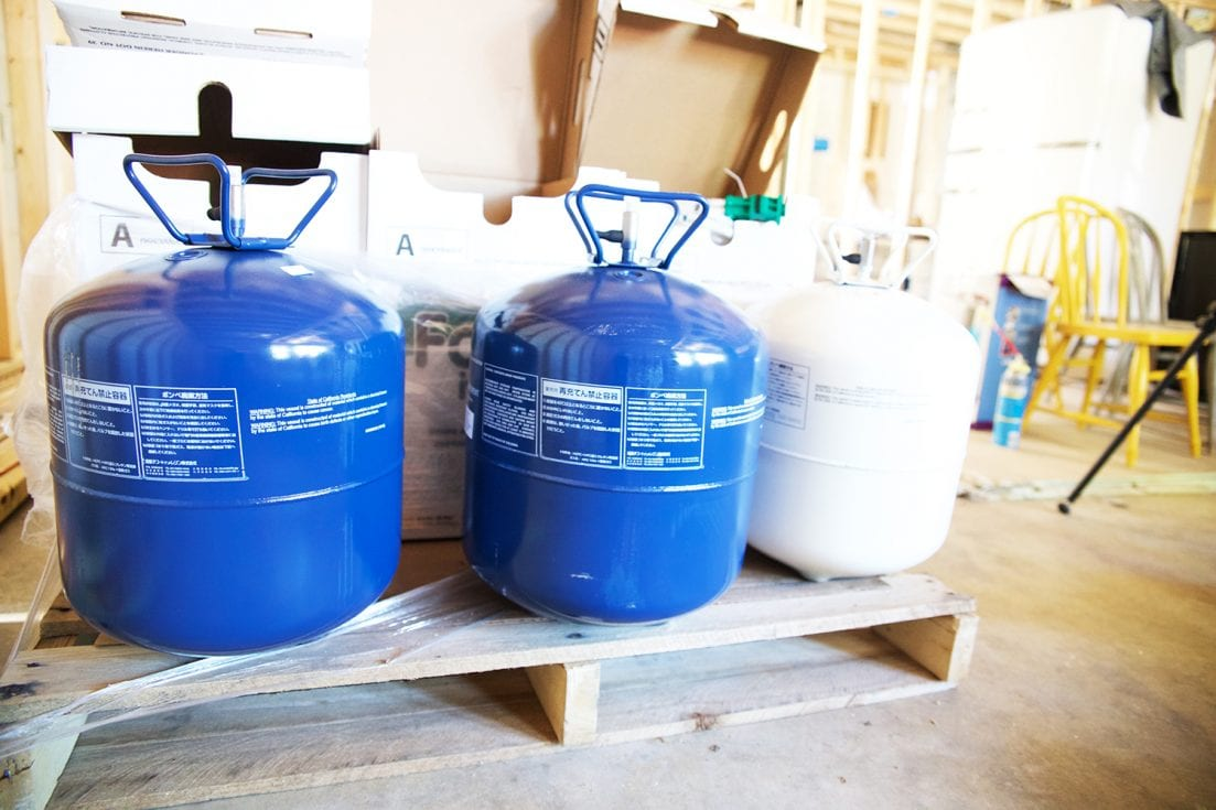 how to use spray insulation - easy to use tanks