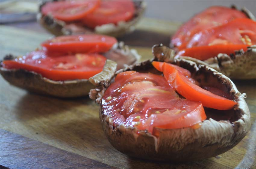 caprese portobello stuffed mushrooms balsamic reduction