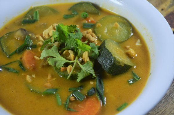 A delicious vegan pumpkin curry soup recipe, perfect for those cold and gloomy evenings. Gluten-free, grain-free, dairy-free, vegan, low-carb, ketogenic.