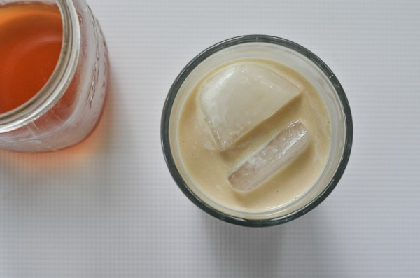 An incredibly simple and tasty drink, this iced vanilla chai latte is perfect for a hot day! Ketogenic, low-carb, bulletproof, Paleo, dairy-free, sugar-free.
