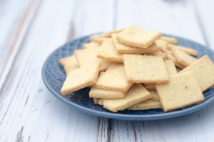 Are you in need of a super-crunchy, salty snack that is both keto and dairy-free? These crispy keto butter crackers are also Paleo, gluten-free, grain-free and low-carb.