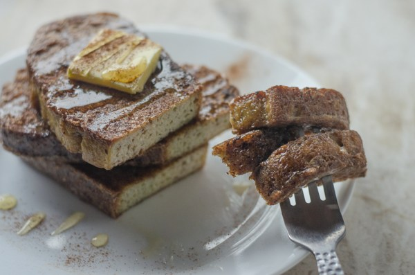 A simple and delicious keto French toast recipe that the entire family will enjoy! Paleo, low-carb, gluten-free, grain-free, dairy-free and sugar-free.