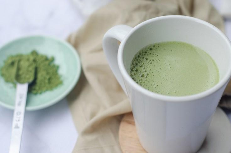 Super-Frothy Vegan Matcha Latte (Sugar-Free, Low-Carb)