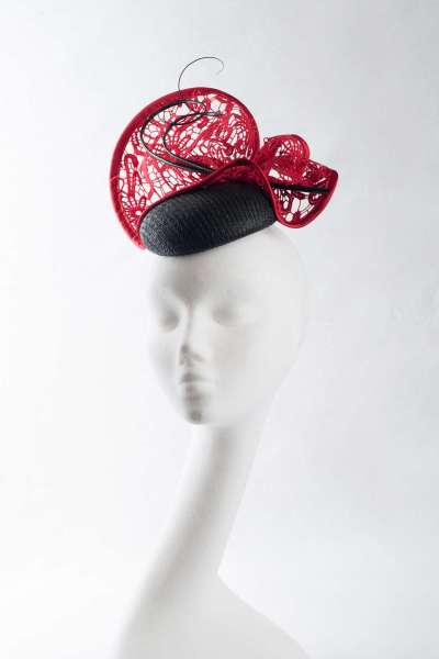 Fascinator hat with elegant pillbox shape with lace trim in black & red