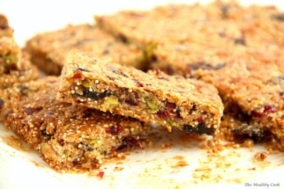 Pistachio & Quinoa Granola Bars – Μπάρες Δημητριακών με Φιστίκια Αιγίνης & Κινόα