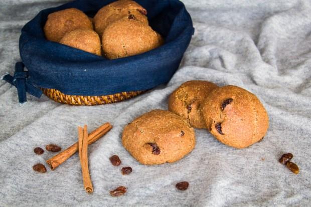 Vegan-Raisin-Bread-Rolls – Σταφιδόψωμα-Ολικής