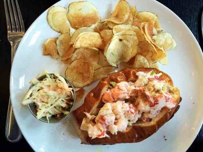 creamy lobster roll