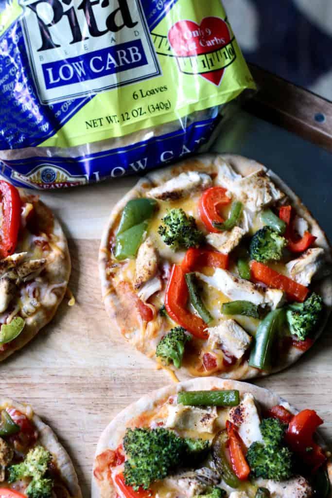 Chicken fajita pita pizzas
