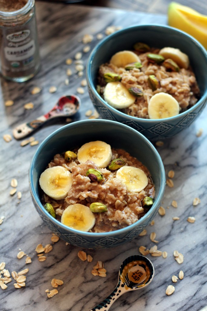 Bowls of vanilla cardamom oatmeal