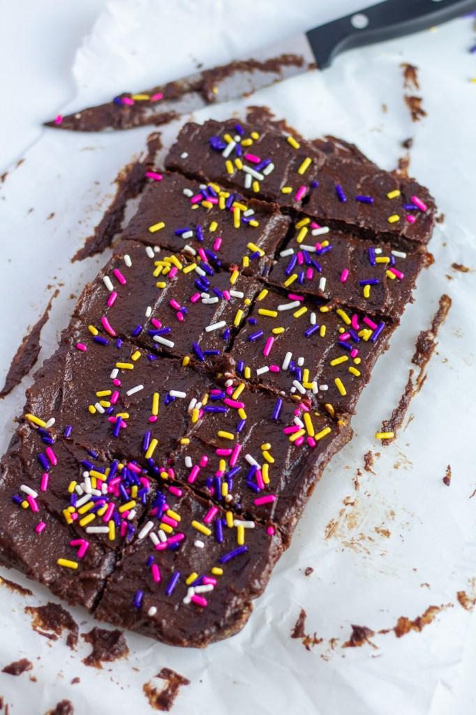 Sliced no-bake fudgy vegan brownies