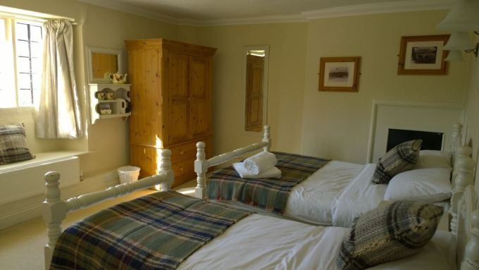 The Helyar Arms gallery - twin bedroom