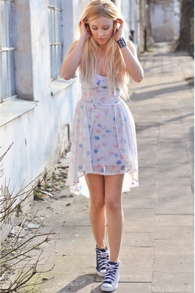 Outfits with flats Converse with a feminine dress