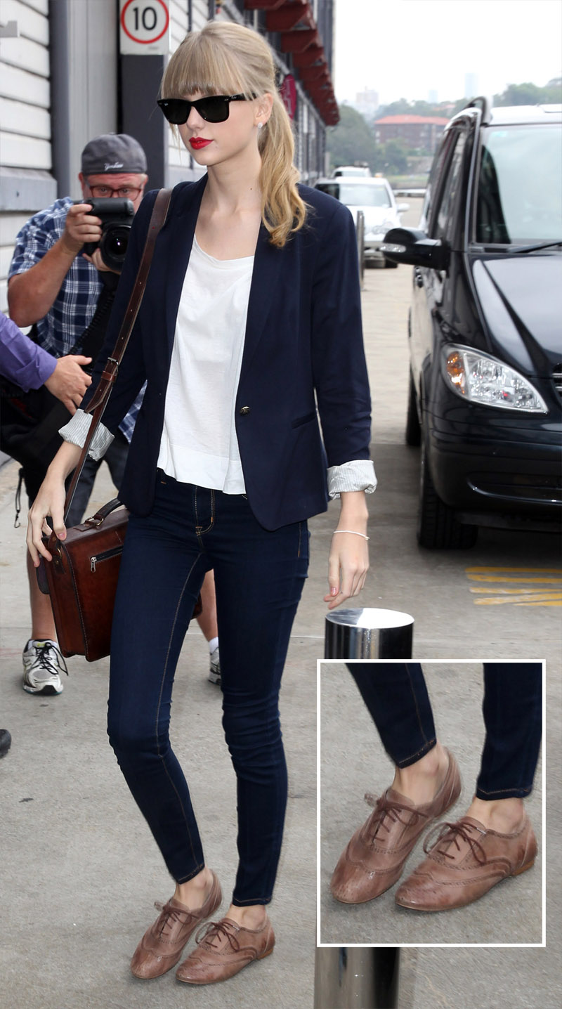how to wear saddle shoes with jeans Taylor Swift