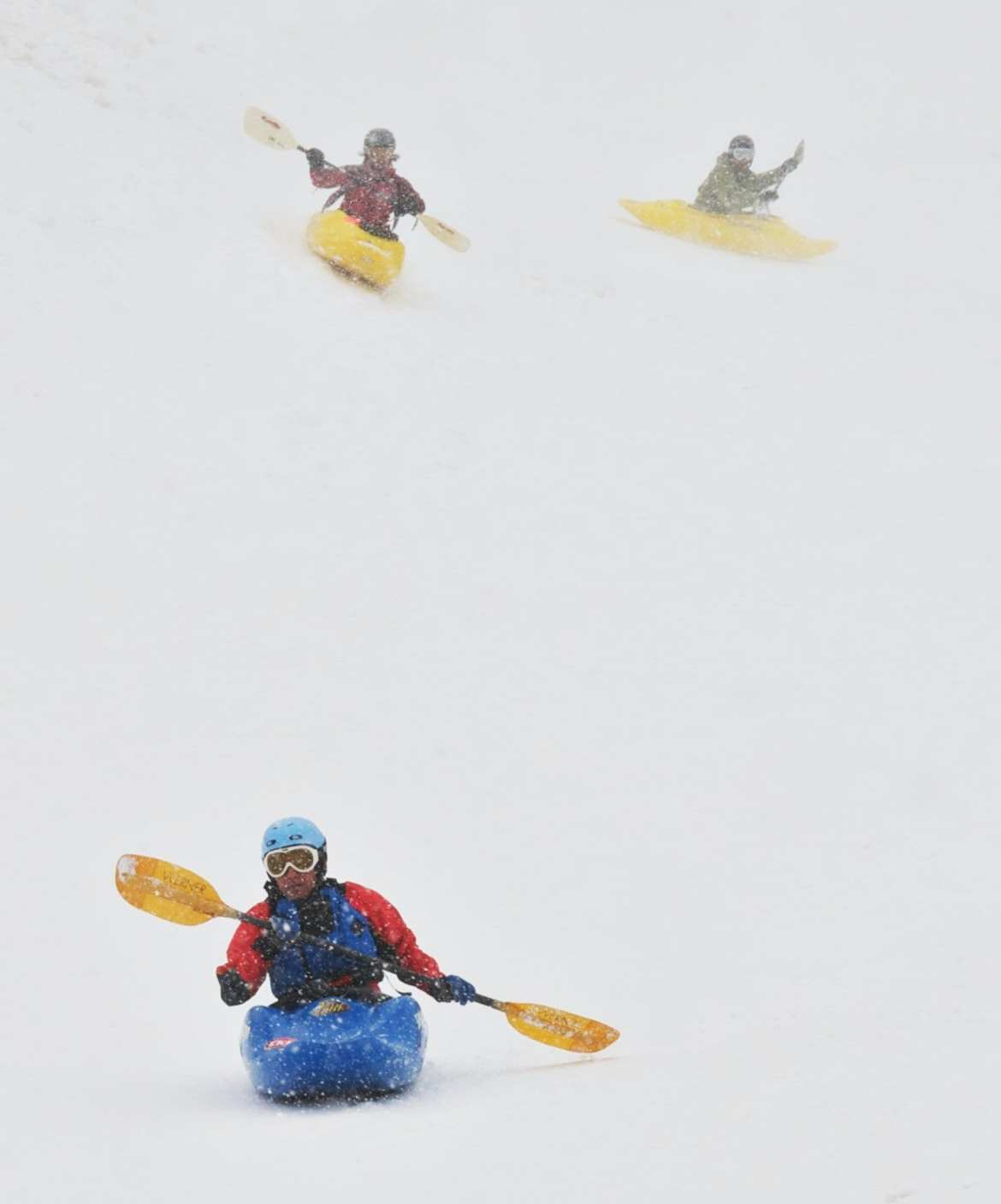 Ruige wintersporten Snow Kayaking