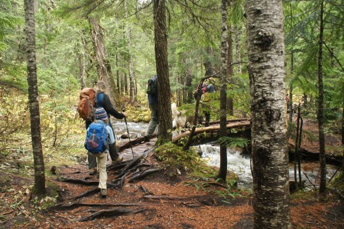 kids in nature, stream crossings, kids hiking, children on the trail, talapus olallie lake