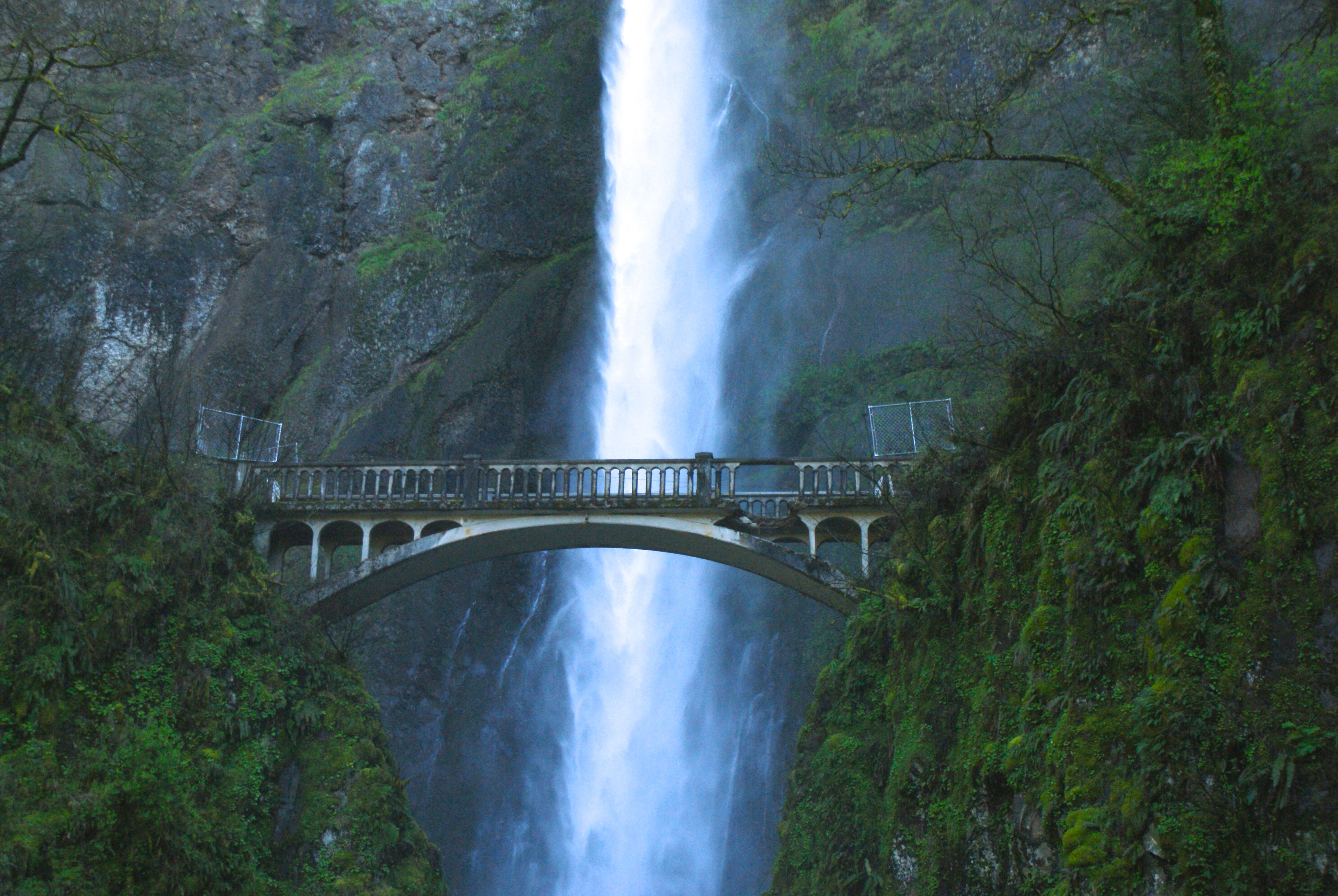 multnomah falls, columbia river waterfalls, hiking with children