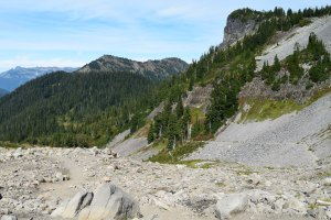 chain lakes trail, best hikes for kids, mt. baker, fall hiking, fall colors