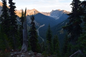 heather maple pass trail, fall hiking, best hikes for kids, north cascades,