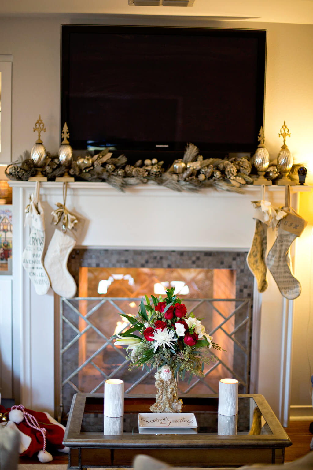 Holiday Home Tour // Christmas Decor // www.thehisfor.com