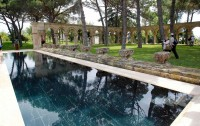 Romanesque cloister adorns the Mas del Vent swimming pool