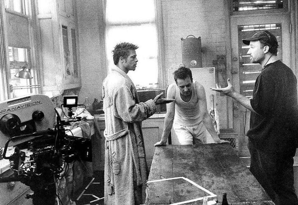 Brad Pitt, Edward Norton and David Fincher behind the scenes of 'Fight Club' (1999)