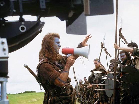 Mel Gibson directing the battle scene in