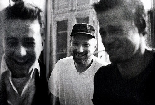 Edward Norton, David Fincher and Brad Pitt behind the scenes of 'Fight Club' (1999)