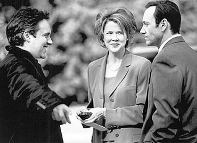 Sam Mendes with Annette Bening and @kevinspacey behind the scenes of 'American Beauty' (1999)