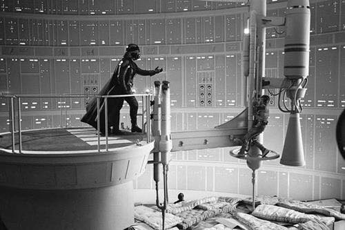 """David Prowse and Mark Hamill behind the scene of the notorious scene """"No, I am you father"""" in"""