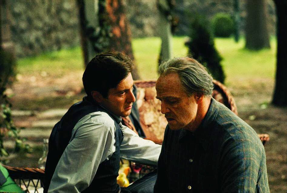 """Did you know?! In the first film, The Italian-American Civil Rights League requested that """"Mafia"""" and """"Cosa Nostra"""" be removed from the film's script. Francis Ford Coppola accepted and these words were never mentioned in the movie. In the photo: Al Pacino and Marlon Brando in a scene of"""