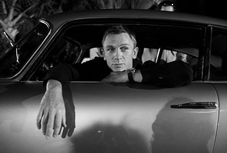 Daniel Craig behind the scene of 'Casino Royale' (2006)