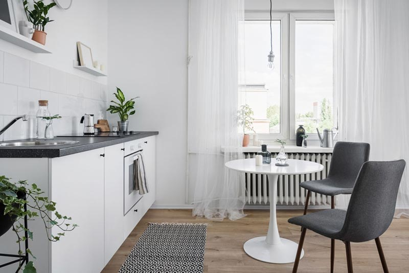 Using-Rugs-in-combined-kitchen-and-dining-Rooms
