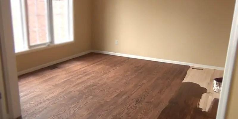 applying a color change polyurethane coat on hardwood floor
