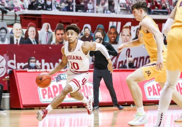 Hunter and Phinisee give Indiana key production for a much-needed win