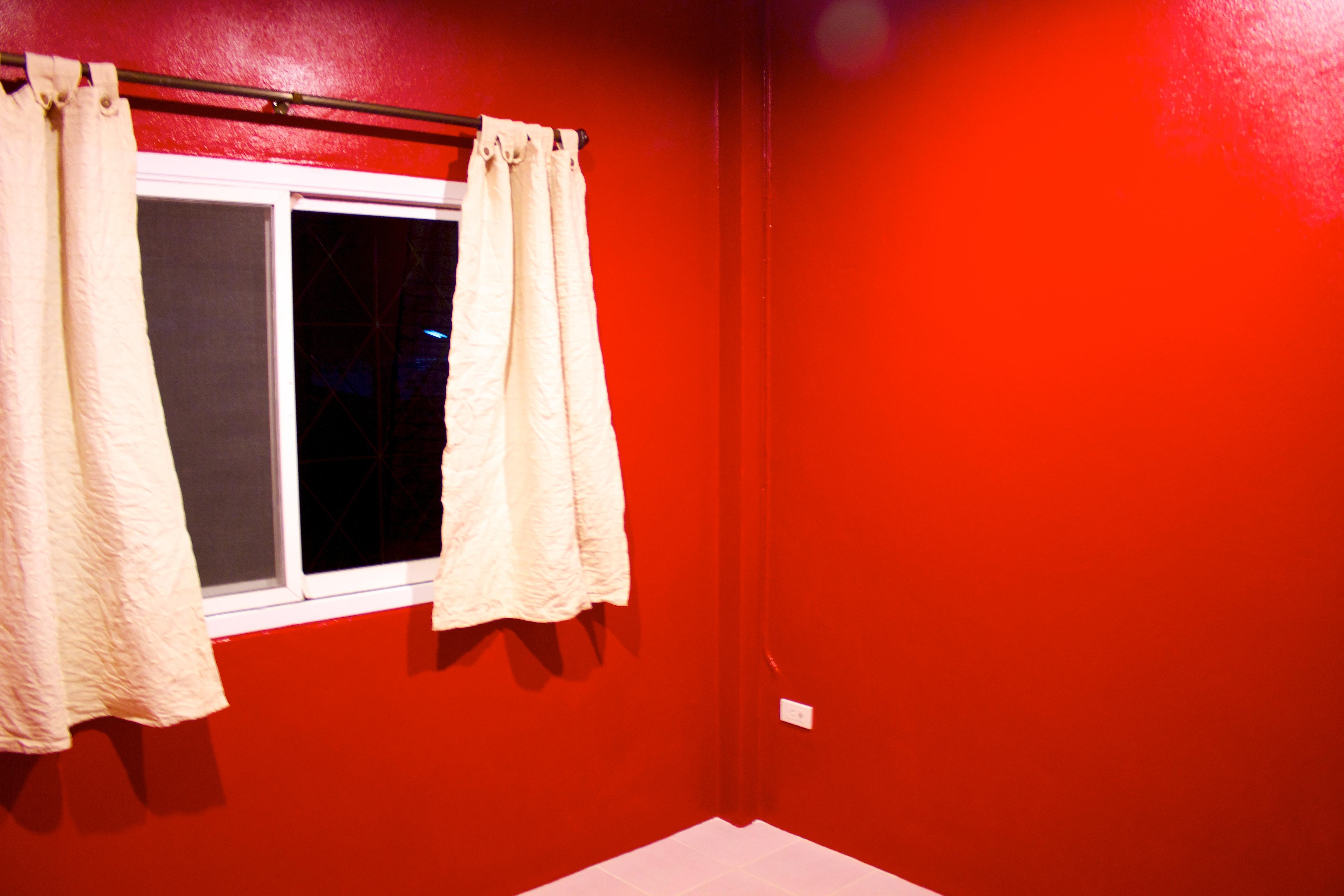 2012-03-18-red-room1.jpg
