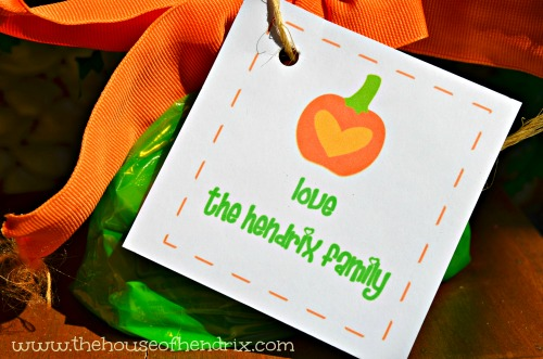 Personalize these free Halloween tags