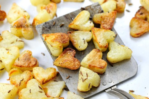 Add a little love to dinner with these adorable roasted potatoes. Recipe by Haniela.