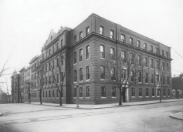 COURTESY GEORGETOWN UNIVERSITY ARCHIVES Georgetown University Hospital at the turn of the century. It was housed in the building that now makes up LXR Hall and Nevils.