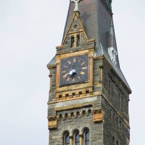 DANIEL SMITH/THE HOYA Georgetown campus police are investigating after the Healy Tower clock hands were stolen early Monday morning.