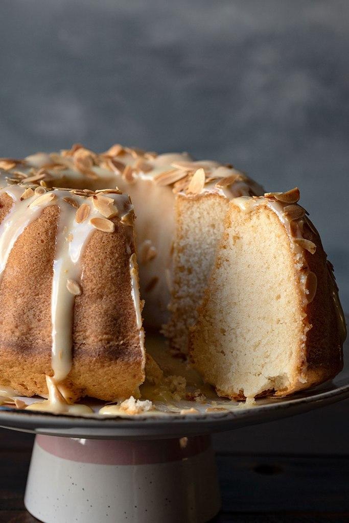 Αφράτο κέικ βανίλια με διπλή λευκή σοκολάτα 3