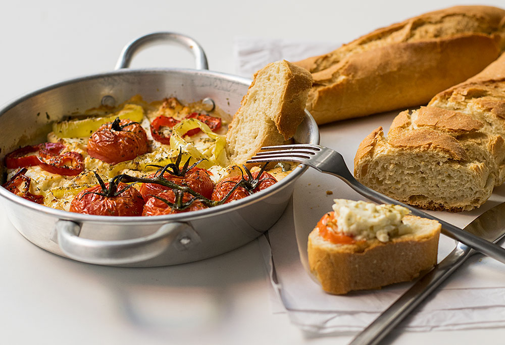 baked-feta-cheese-with-peppers-and-tomatoes-2