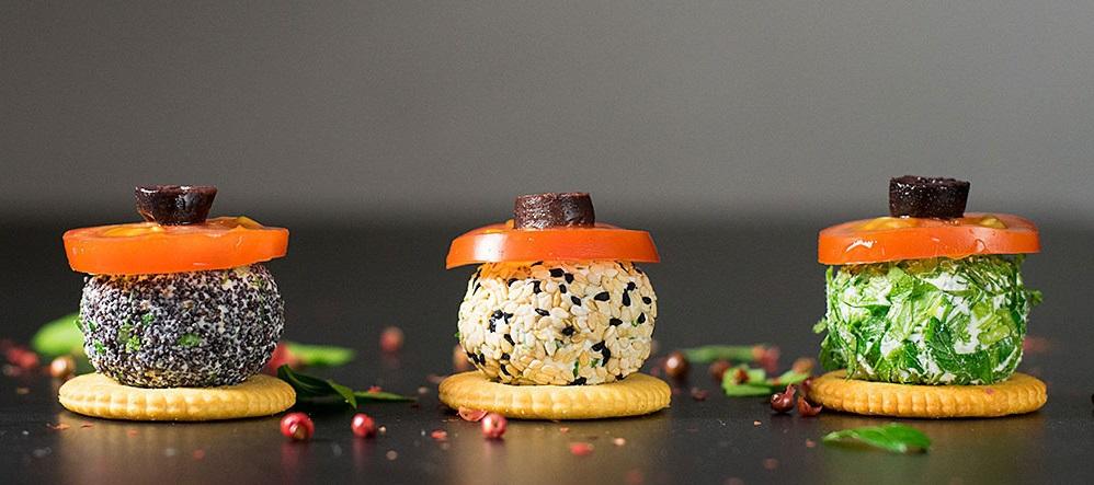 mini-feta-cheese-balls-with-herbs-3