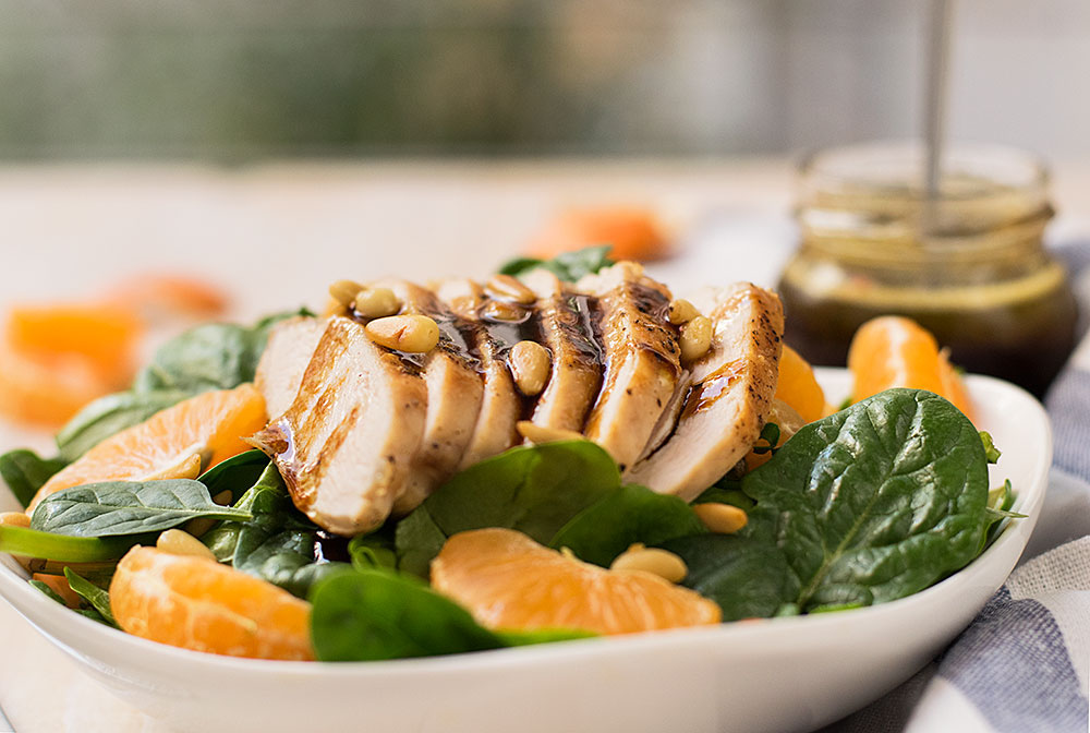 green salad with chicken tangerins and spinach